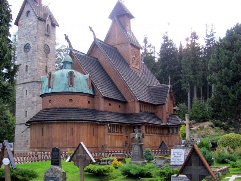 Kościół i fragment cmentarza