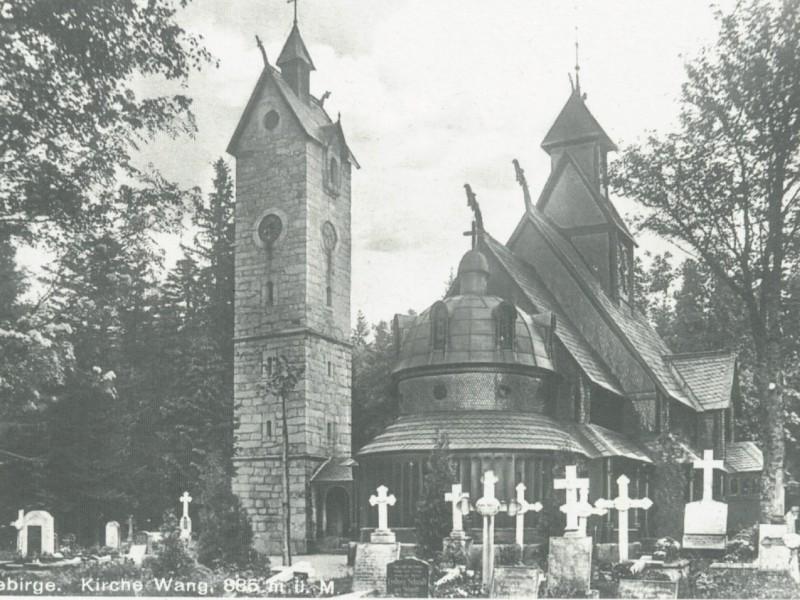 Kościół i fragment cmentarzyka